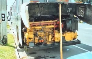 מבט לתא המנוע בליון באוטובוס שהגיע לאוסטרליה.