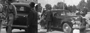"""אותו השלט בשינוי הגברת: ממשלת המנדט עשתה שימוש חוזר במספרי הרישוי. כאן מנדט 2, תחילה על אוסטין 1933, ואח""""כ על לינקולן 1939 (הרווארד)"""