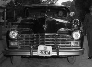 """המספרים הממשלתיים לרכבי השירם בתחילת שנות ה-50 השמיטו ככל הנראה את האות """"ת"""" ממספר הרישוי, והוסיפו את סמל המדינה מעליו"""