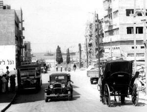 """כרכרה """"חיפה 51"""" ומולה M3436, חיפה (ארכיון התמונות הלאומי)"""