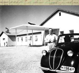 טופולינו ורופא בלבן, משאית ווייט 1933 בשחור.